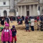 ウィーンの教会前で行われていたクリスマスマーケットでのイベント