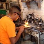 サン・ミゲル・デ・アジェンテのブリキ工房にて。細かい溶接技術に感嘆!